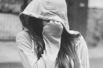 Аву девушек в капюшоне фото на аву