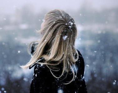 Скачать фото девушки спиной зимний пейзаж